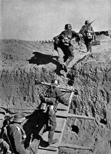 Zdobycie rowu przeciwpancernego pod Parpaczem 1.jpg